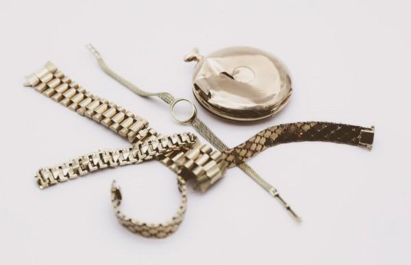 Gold- und Silberuhren und -armbänder